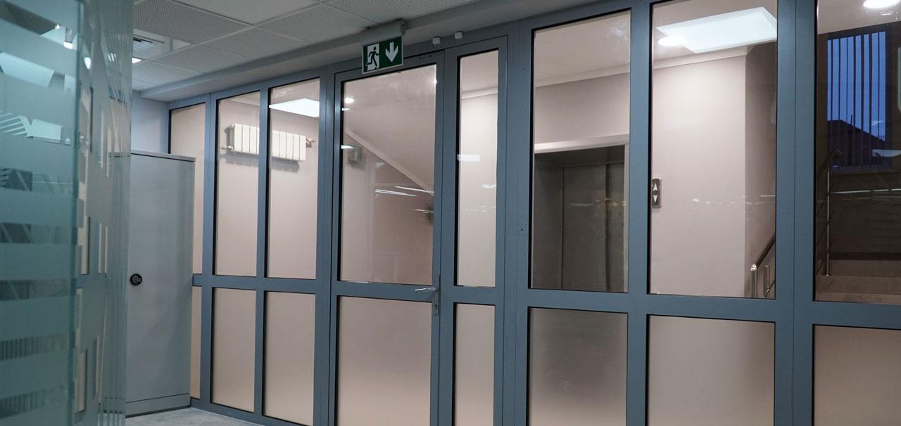 Примеры применения дверей для «холодного» алюминиевого остекления 1