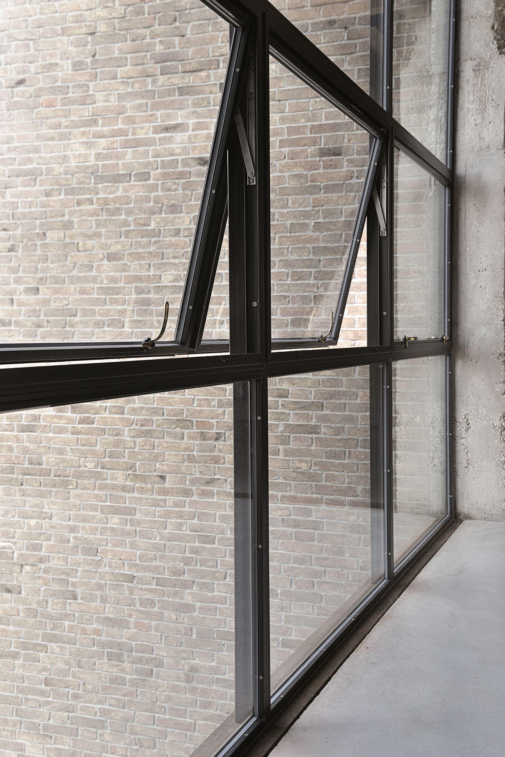 Примеры окон с  «холодным» алюминиевым остеклением 1